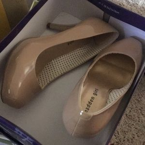 "Heels tan Madden Girl 8.5 woman 4"" heels 👠"